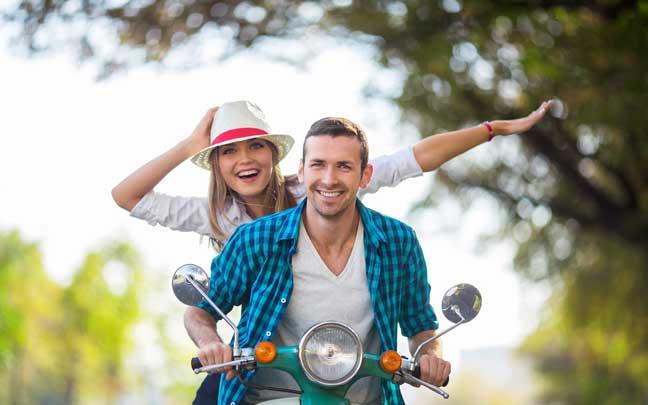 أربع طرق غريبة وعلمية لتصبحي أكثر جاذبية بنظر زوجك