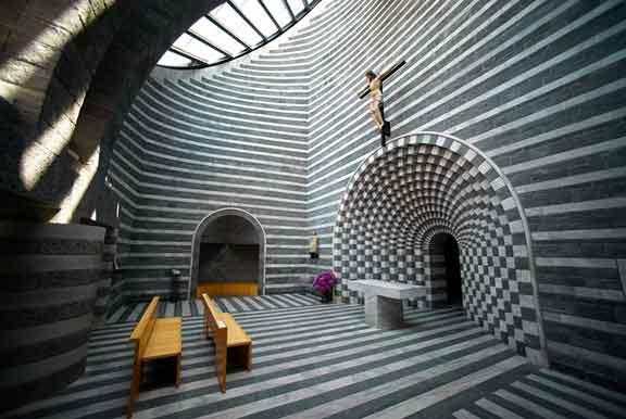 كنيسة القديس يوحنا المعمدان في مونو، بسويسرا