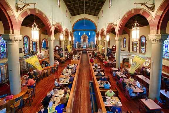 كنيسة كاثوليكية في رينسيفيل، بالولايات المتحدة