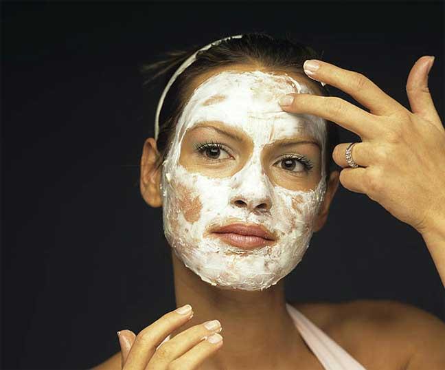 ماسك رائع يعيد التوازن لبشرتك الدهنية