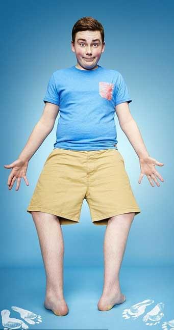 ماكسويل داي، 14 عاما، صاحب أكبر درجة دوران للقدمين بقياس 157 درجة