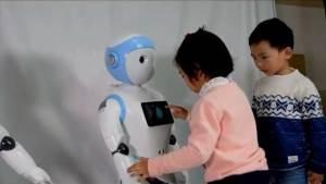 روبوت صيني للأطفال يثير مخاوف الخبراء