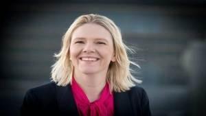 وزيرة نرويجية تنصح المسلمين بالتأقلم مع ثقافة بلادها.. ومطالب بإقالتها