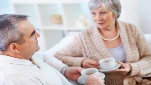 علماء يكشفون سر حاجة كبار السن للقهوة أكثر من غيرهم