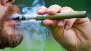 العلماء يكشفون عن مضار جديدة للسجائر الإلكترونية