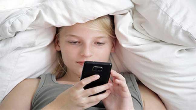 حذار من استخدام الهاتف قبل النوم
