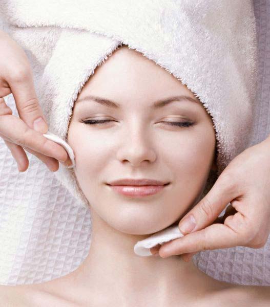 تنظيف البشرة الدهنية بخلطات طبيعية