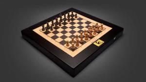 لوحة شطرنج ذكية تتحرك أحجارها ذاتيا