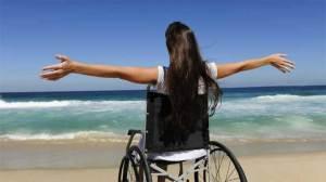 كيف تتعامل مع قريبك المعاق أو المصاب بمرض مزمن؟