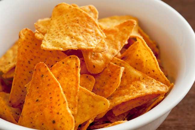 تناول اثنين من أكياس شرائح البطاطس يعادل تجرع تسعة لترات من الزيت في العام