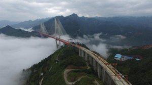 الصين تفتتح أعلى جسر للسيارات في العالم