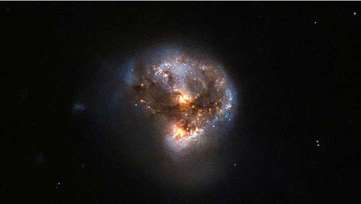 صور رائعة لشعاع ليزري كوني قادم من مجرة بعيدة