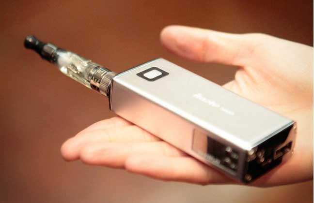 العلماء يؤكدون ضرر تدخين السجائر الإلكترونية