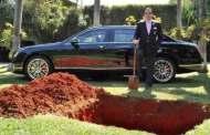 حفر قبراً لدفن سيارته الفاخرة.. والسبب ؟؟