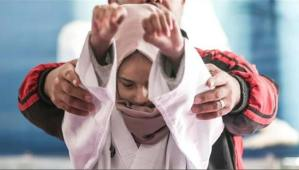 أول كفيفة تلعب الكاراتية وتحلم بالحزام الأسود في غزة
