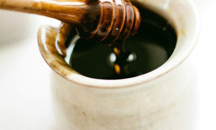 فوائد العسل الأسود الصحية