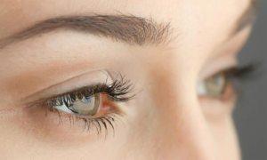 كيف تحافظ على نضارة جفون العين؟