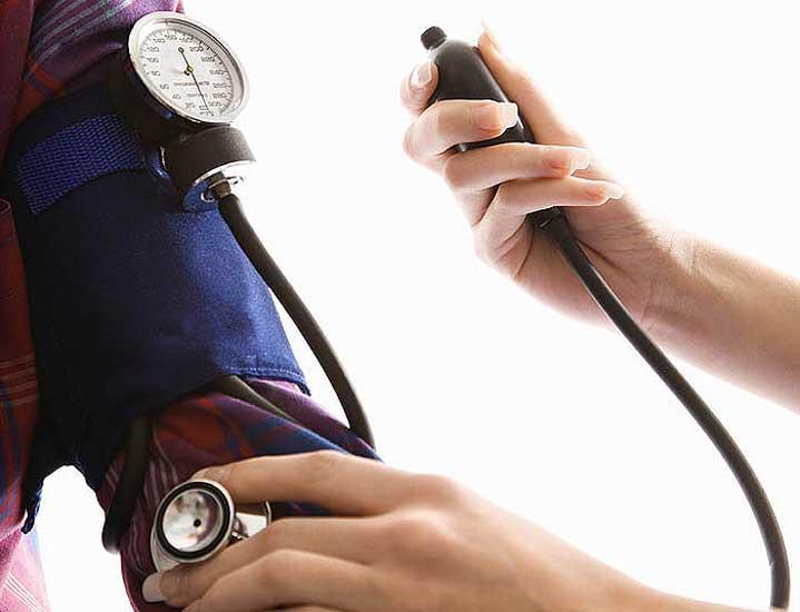 انخفاض ضغط الدم قد يصيبك بالخرف