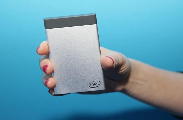 إنتل تنتج حاسوبا بحجم بطارية الهاتف المحمول