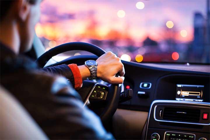 قيادة السيارة لفترة طويلة تحد من الذكاء