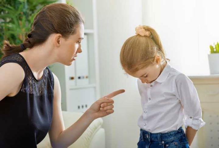 كيف تعاقب طفلك دون أن تؤذيه؟