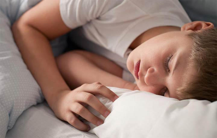 طفلك يعاني صعوبة التنفس أثناء النوم؟ تعرفي عن السبب والعلاج