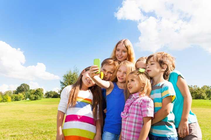 صور السيلفي تسبب البؤس لدى الأطفال