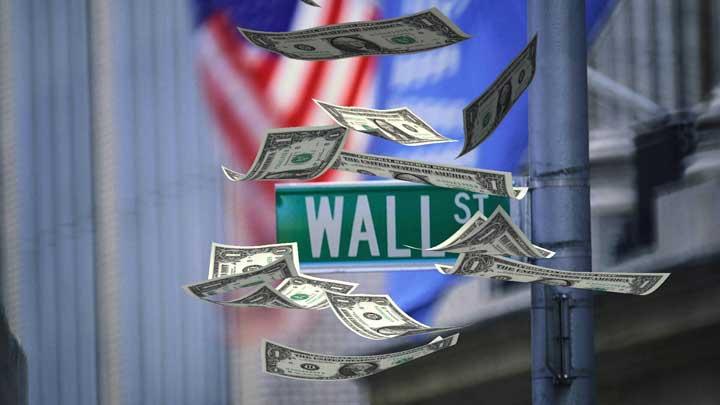 الدولارات تغطي شارعا في الولايات المتحدة