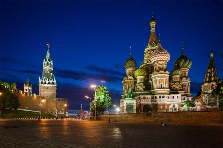 """في روسيا.. مساكنة المرأة 5 سنوات تجعلها """"زوجتك"""""""