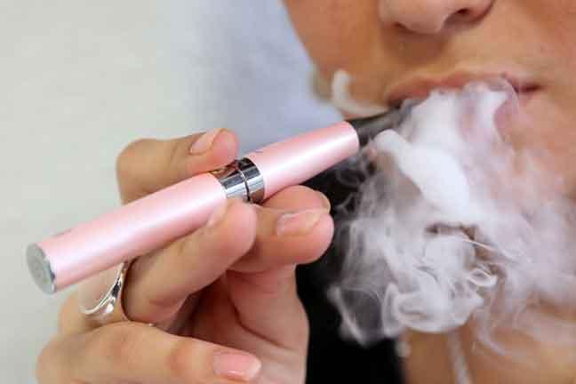 الكشف عن ضرر كبير للسجائر الإلكترونية