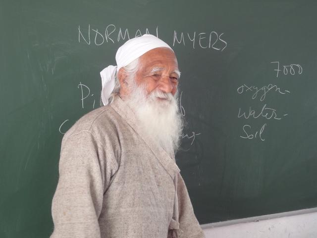 Sunderlal Bahuguna in Patna (3/4)