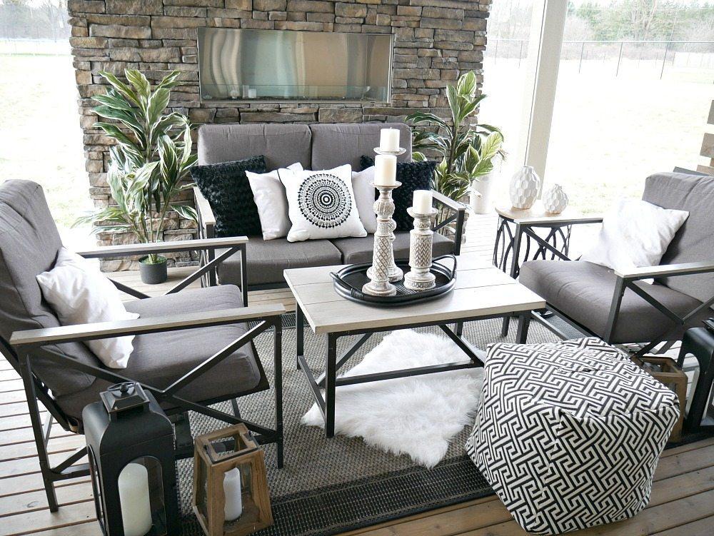 Black and White Outdoor Decor - Taryn Whiteaker on Black And White Backyard Decor  id=33944