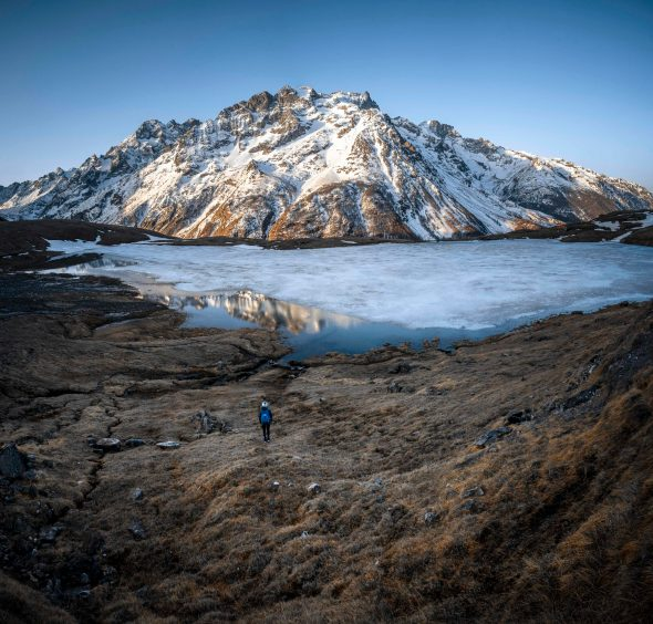 Le fameux lac du Pontet à moitié gelé