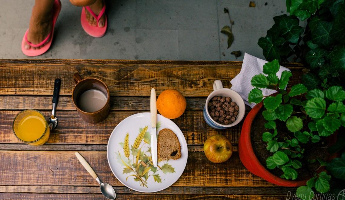 Café, Jugo, Tostadas, cereales y frutas