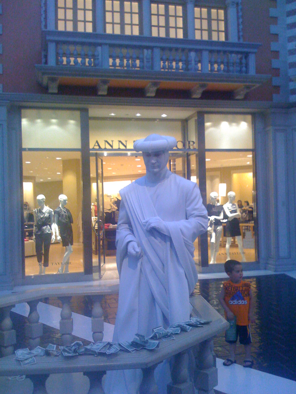 A Living Statue at the Venetian ( photo by tasithoughts)