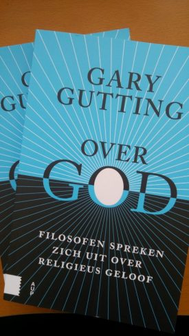 Foto van exemplaren van het boek van Gary Gutting.