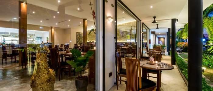 Indoor & Outdoor dining @ Taste Bar & Grill