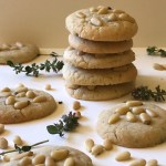 Thyme biscuits with pinenuts