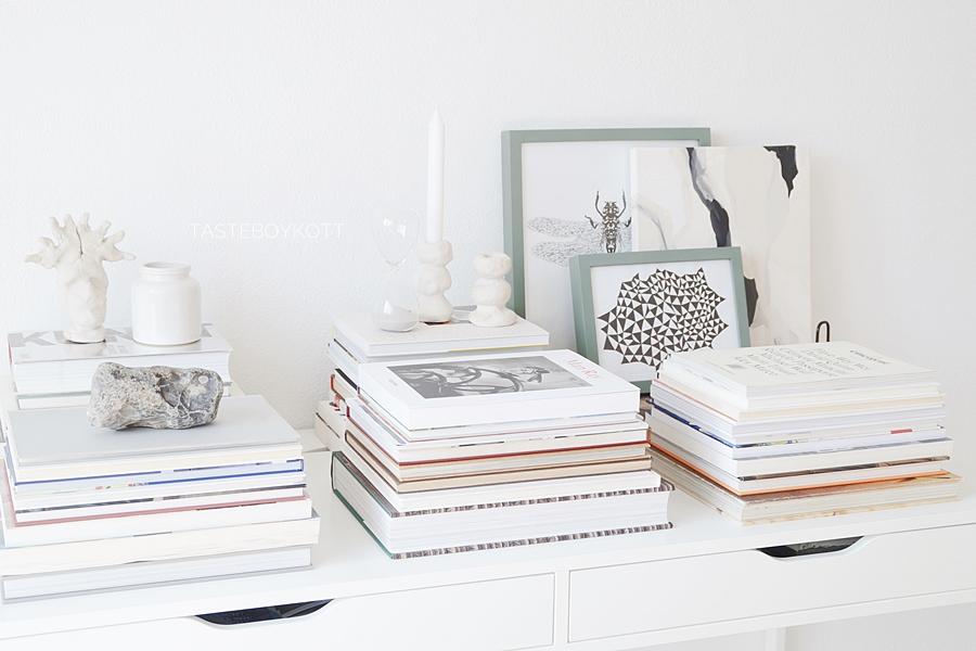 Schreibtisch dekorieren mit b cherstapeln tasteboykott for Schreibtisch dekorieren youtube