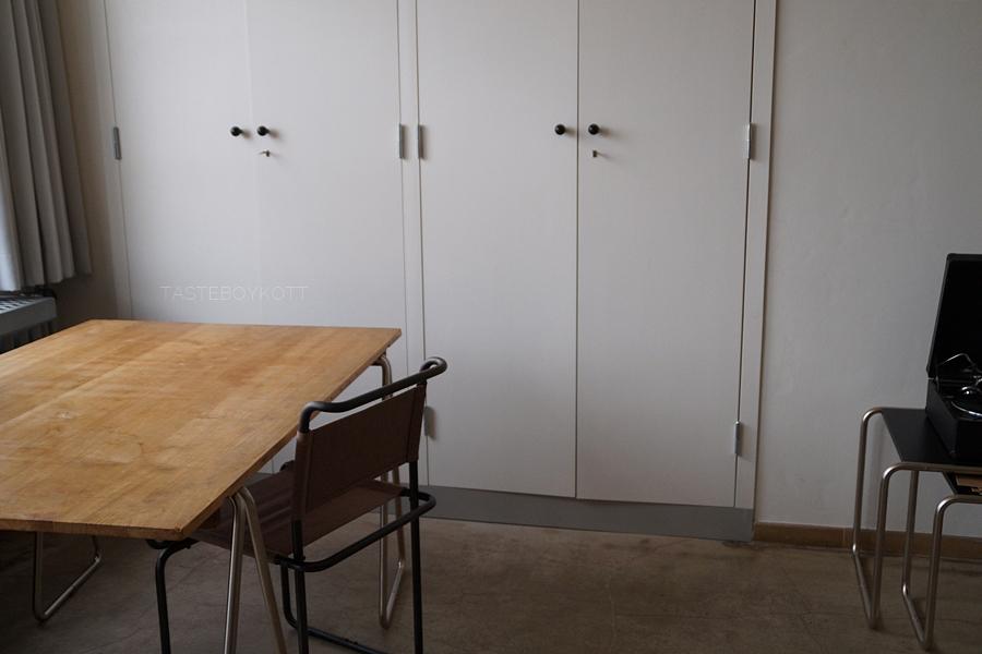 Neues Bauen in Deutschland: Walter Gropius, Wohnheimzimmer Bauhausgebäude. Stiftung Bauhaus Dessau.