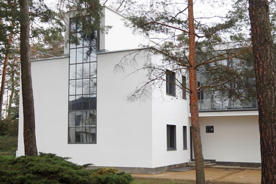 Meisterhäuser Dessau von Walter Gropius, Fassade, Museum und Kunst-Ausstellung. Bauhaus und Neues Bauen.