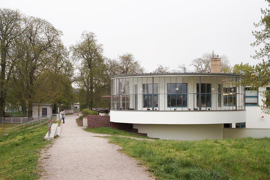 Kornhaus Dessau von Carl Fieger. Architektur, Bauhaus 100 Jahre Jubiläum.