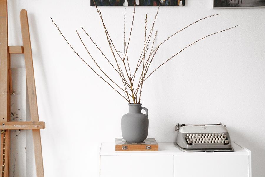 DIY Ikea Hack: Ypperlig Vase grau anmalen.