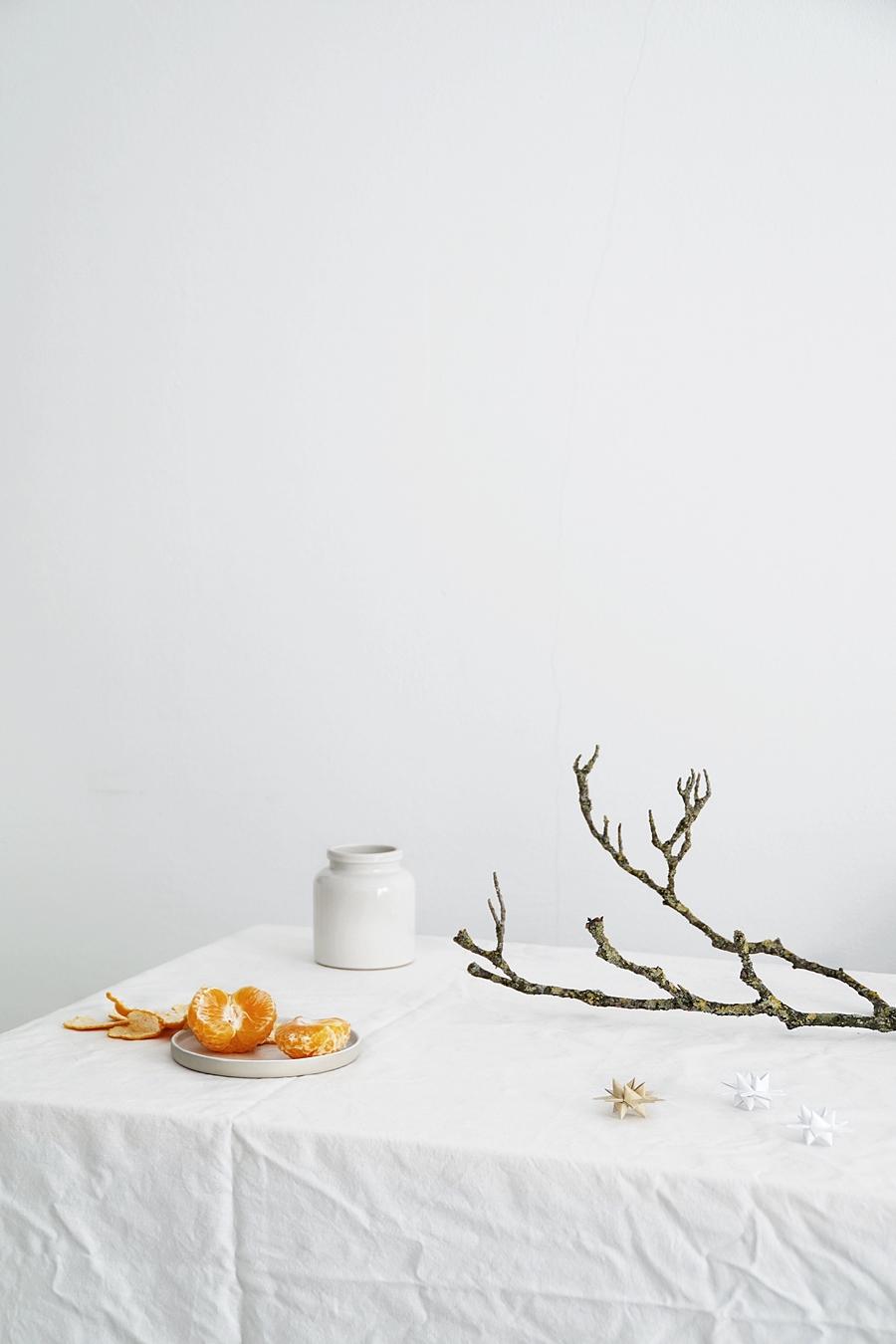 Die Adventszeit in Bildern: Minimalistische Weihnachtsdeko. Dekoideen Dezember weihnachtliche Tischdeko Fotografie Tasteboykott.