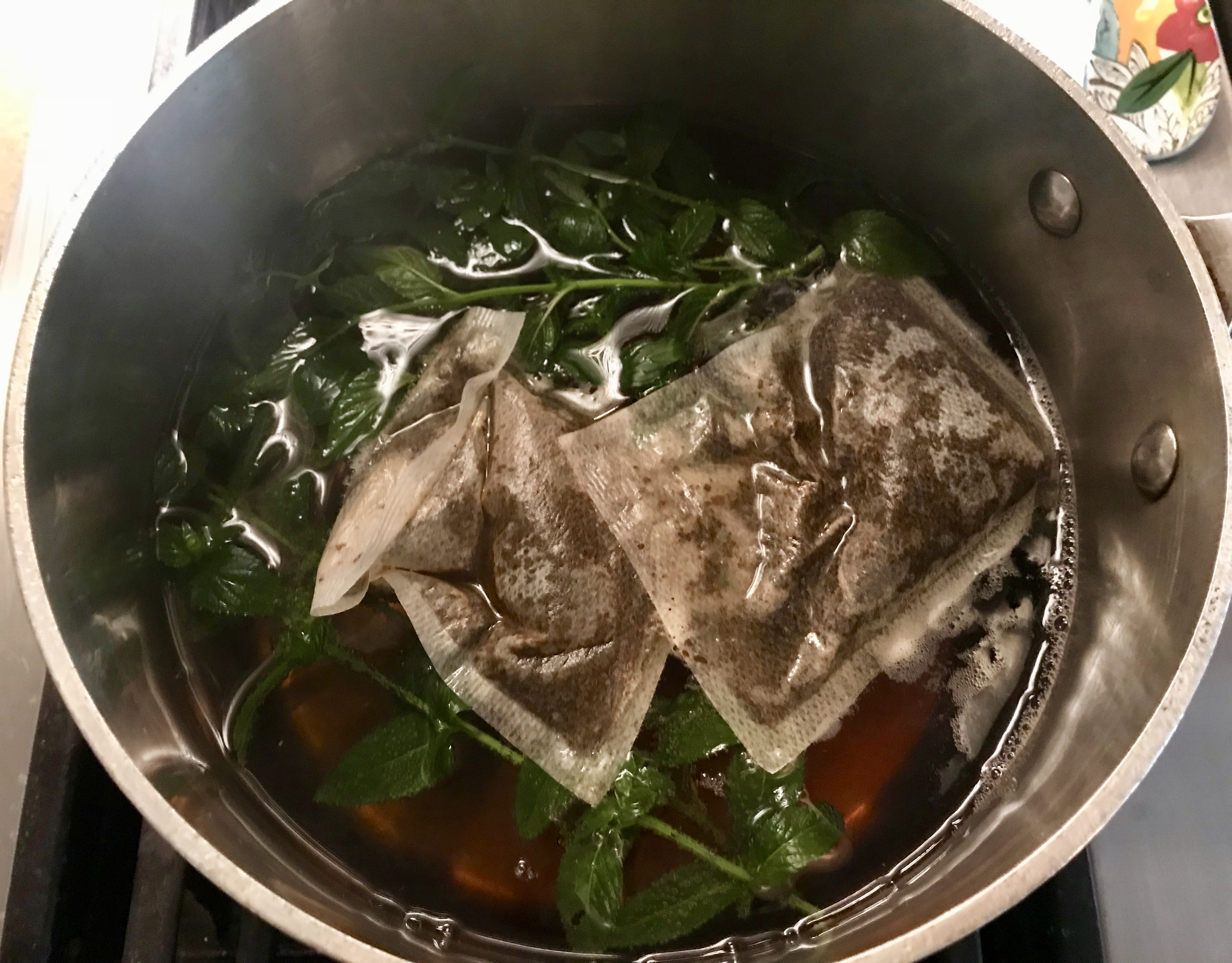 Steeping mint and tea