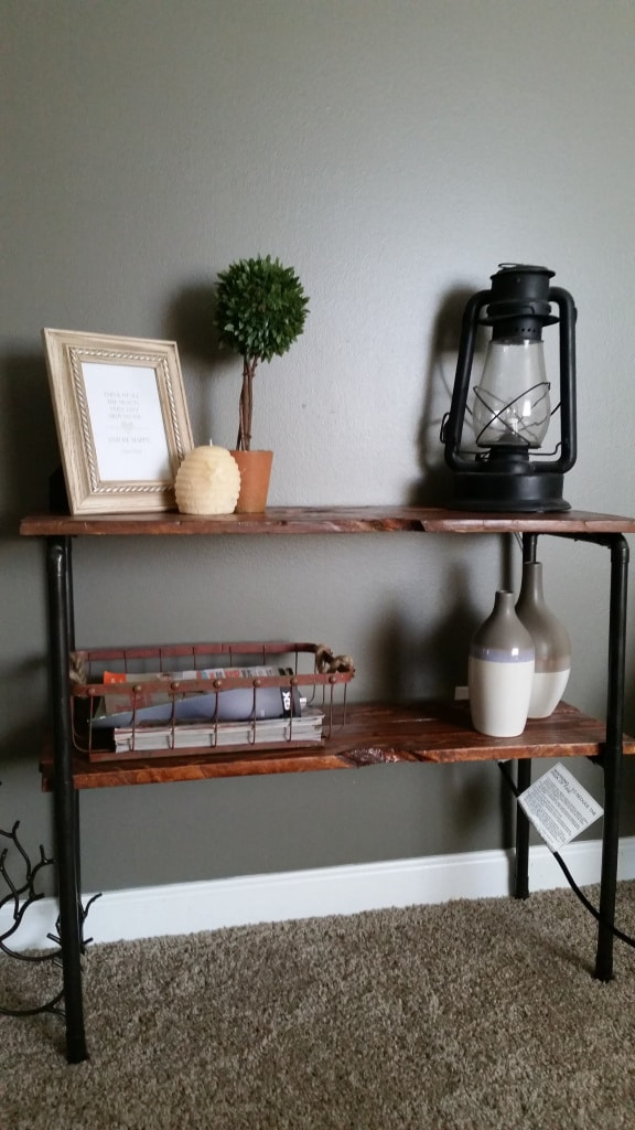 Pallet and Pipe Side Table