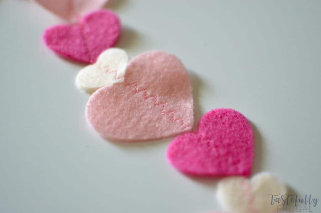 Make this felt heart garland in less than 30 minutes and for ONLY $1