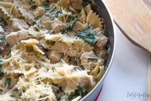 30 Minute Chicken Florentinte Bow Tie Pasta: This quick and easy dinner recipe is sure to please even the picky eaters!