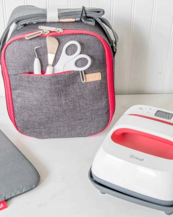 Keep your Cricut EasyPress and Supplies Organized with the New EasyPress Totes #ad