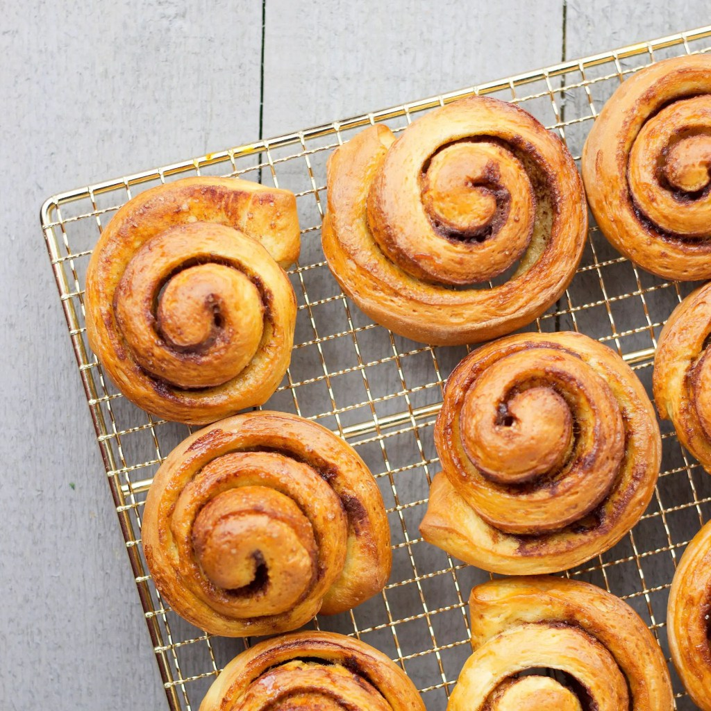 Delicious and easy vegan cinnamon rolls perfect for your family to enjoy during the Christmas season.